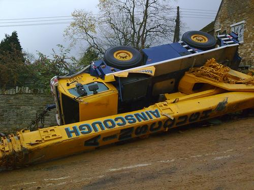 A crane crashes on Rockingham Hill