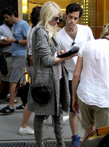 on set with Taylor Momsen Gossip Girl