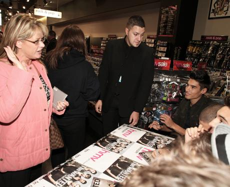 the wanted meet signing at hmv
