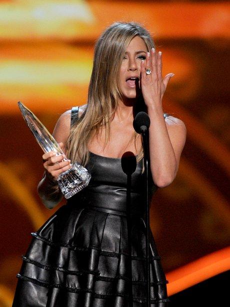 Jennifer Aniston accepts her People's Choice prize