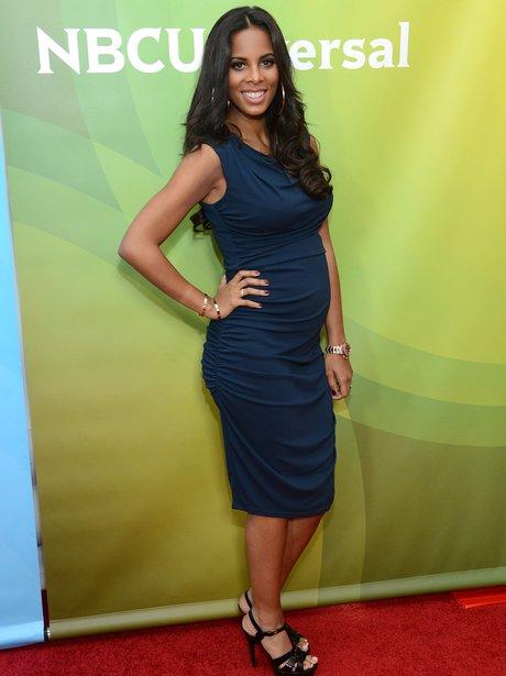 Rochelle Wiseman shows off her baby bump