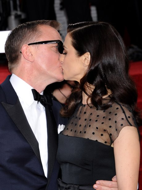 Daniel Craig and Rachel Weisz kissing on the red carpet