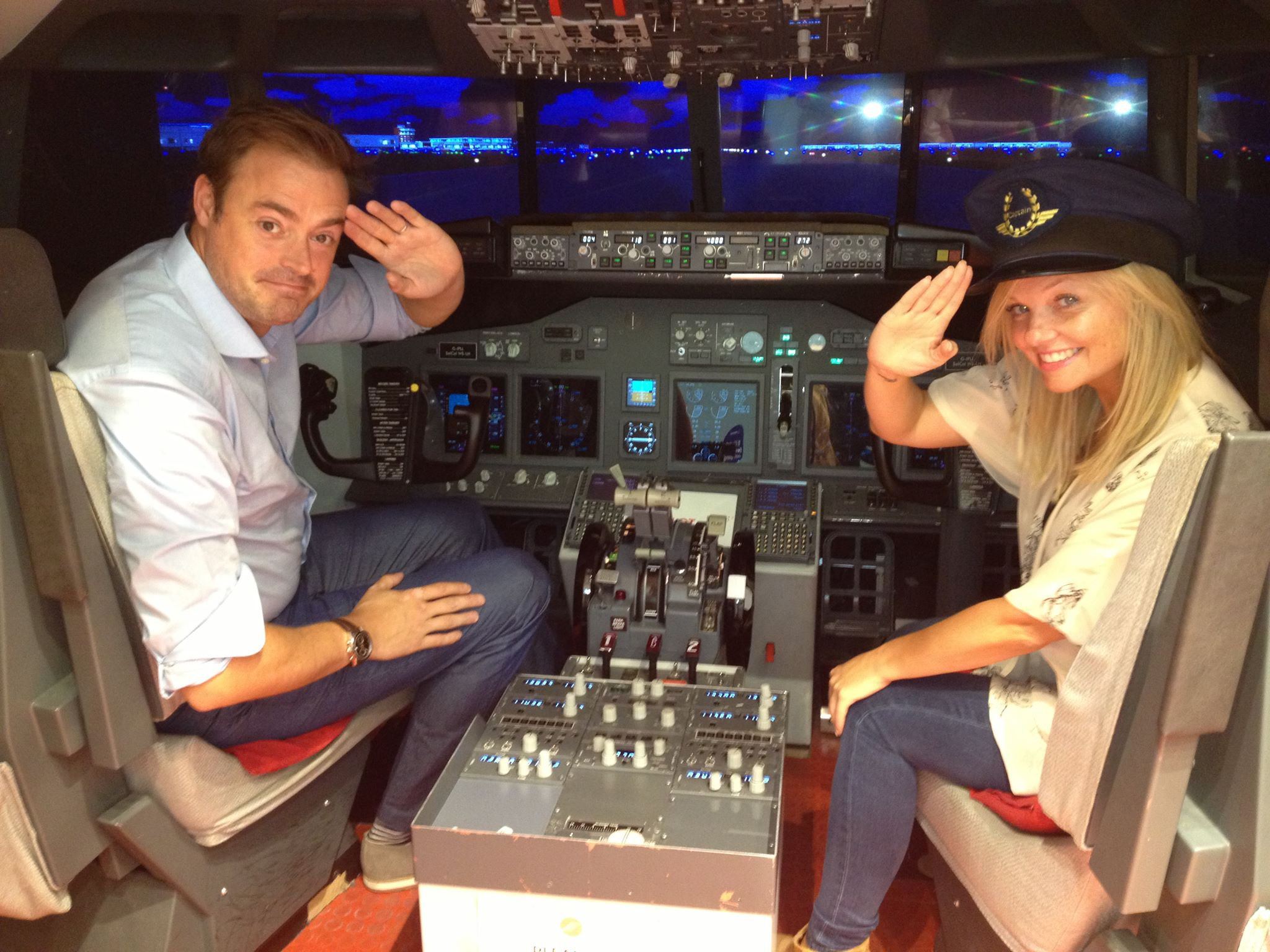 Jamie & Emma Flying A 737