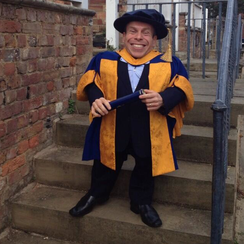 Warwick Davis is made an Honorary Doctor of Arts