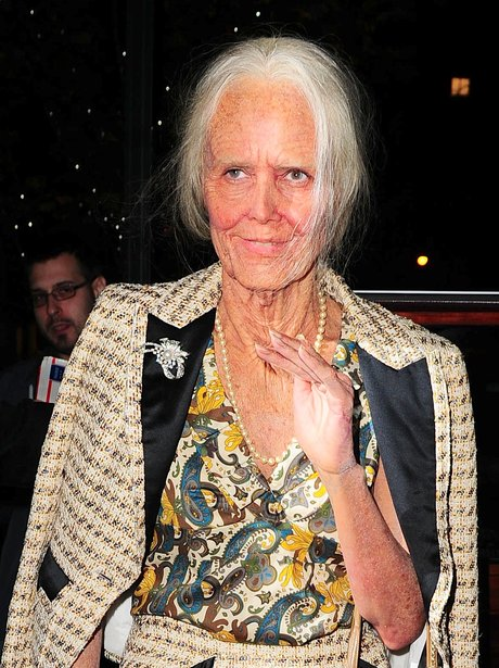 heidi klum dressed as an elderly lady another halloween another amazing costume