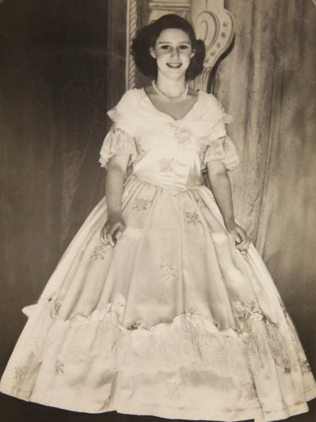 Young Queen Elizabeth 1 Dress The young royals spent...