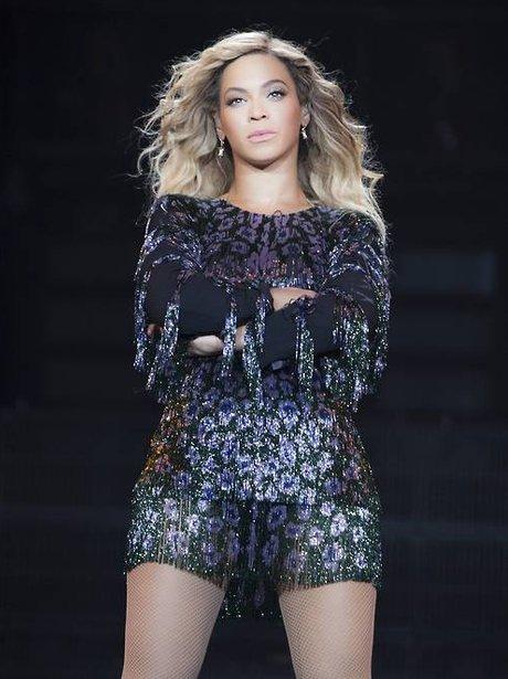 Beyoncé crossing her arms