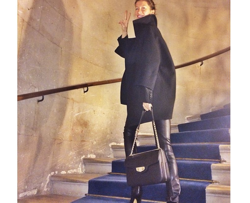 Gisele climbing the stairs
