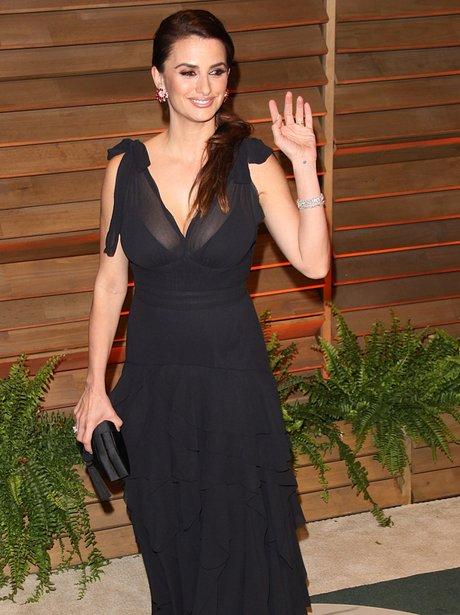 Penelope Cruz at the Vanity Fair Oscars Party 2014 in a black dress