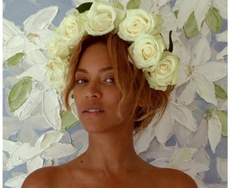 Beyonce selfie with no make up