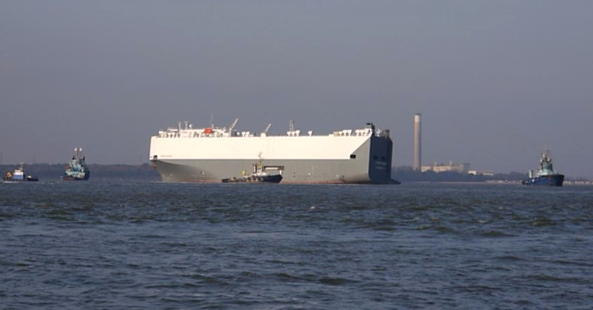 Hoegh Osaka being towed to Southampton