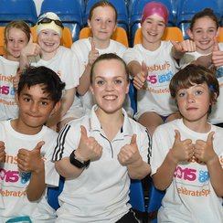 Ellie Simmonds coaches kids at Uni of Bath