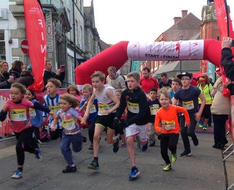 runners set off.