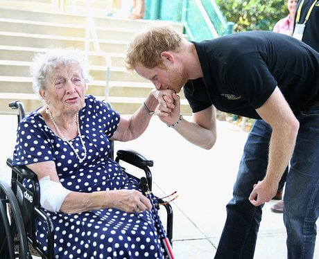 Prince Harry meets elderly fan at the Invictus Gam