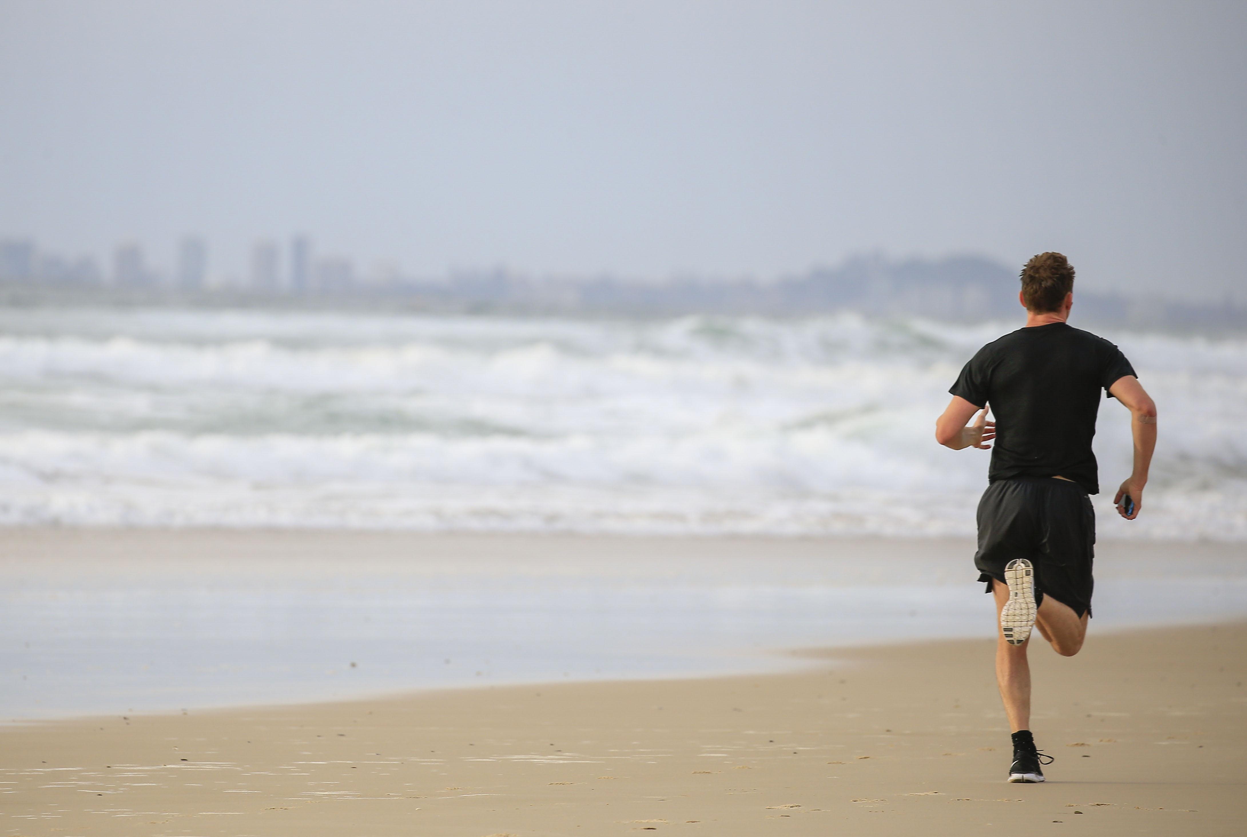 Tom Hiddleston running SPLASH