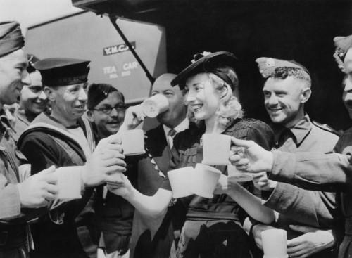 Dame Vera Lynn troops