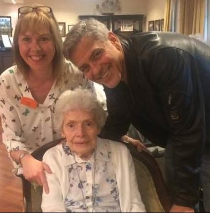 George Clooney meets fan