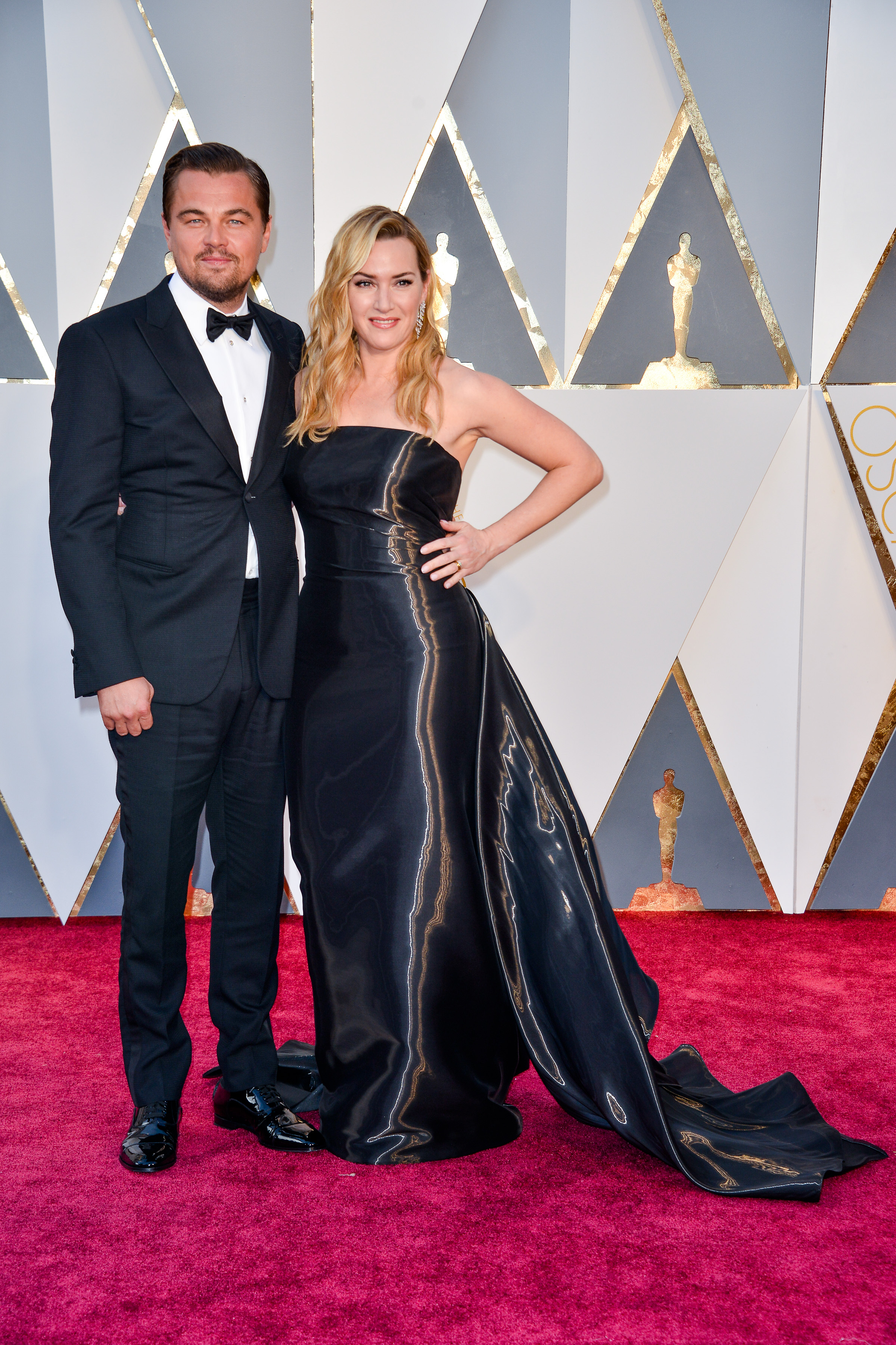 Leonardo DiCaprio And Kate Winslet Are Offering To