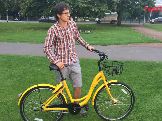 Man with OFO bike in Cambridge