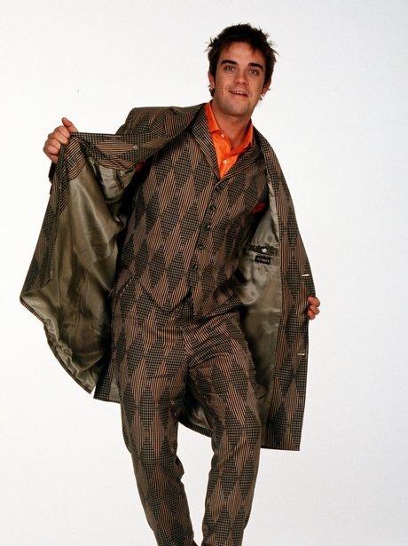 Robbie in 90s fashion