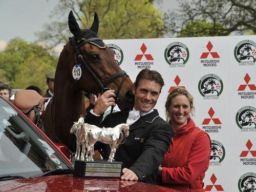 Paul and Georgina Tapner with winning horse Inonot