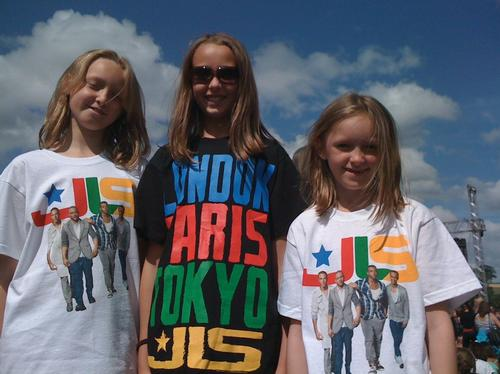 JLS Fans at The Embankment: Your photos