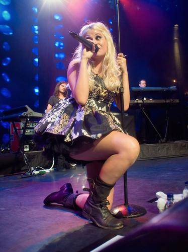 pixie lott performing live