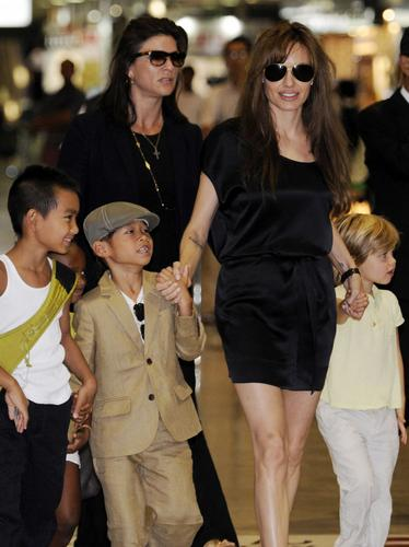 angelina jolie with her children