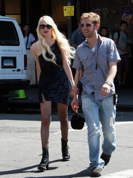 on set with Taylor Momsen Gossip Girl