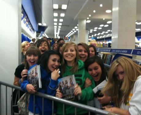 JLS book signing in Reading