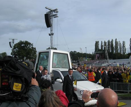 Pope Mobile 1