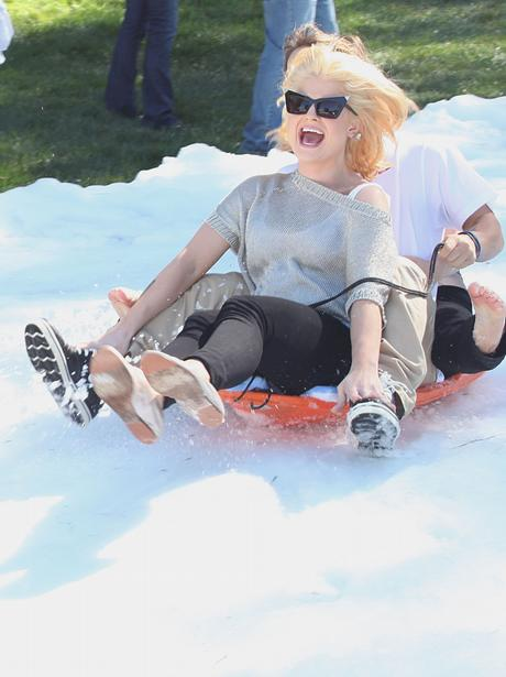 kelly osbourne skiing