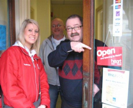 Open/Close door signs in Dover+Deal