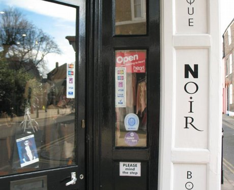 Open/Close door signs in Dover+Deal