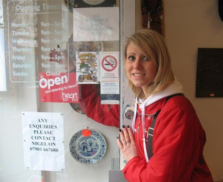 Open/Close door signs in Folkestone