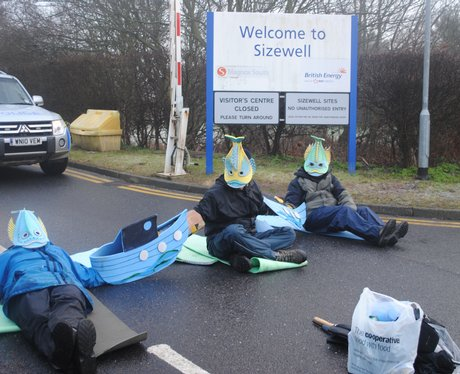 Protestors block entrance to Sizewell