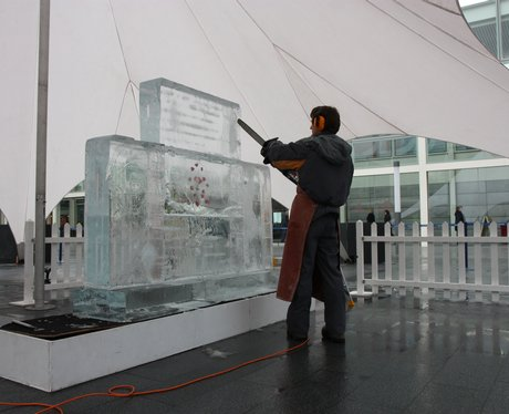 Ice sculpture at thecentremk