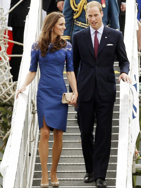 kate & william walking off a plane