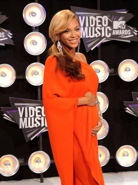 Beyonce Reveals Pregnancy At 2011 VMAs