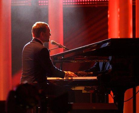 David Gray performing