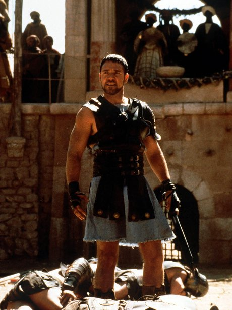 russell crowe is the hottest gladiator we 39 ve ever seen movie hunks in armour heart. Black Bedroom Furniture Sets. Home Design Ideas