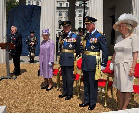 Queen Elizabeth II unveils the Bomber Command Memo