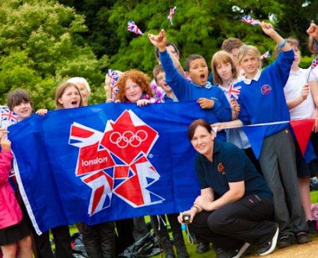 Children in Sandringham Waiting For The Torch