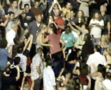Gwyneth Paltrow and Chris Martin Kiss