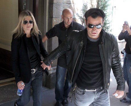 jennifer aniston and Justin Theroux in pictures