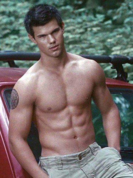 Taylor Lautner topless