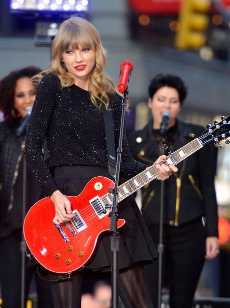 Taylor Swift peforms at ABC News' Good Morning Ame