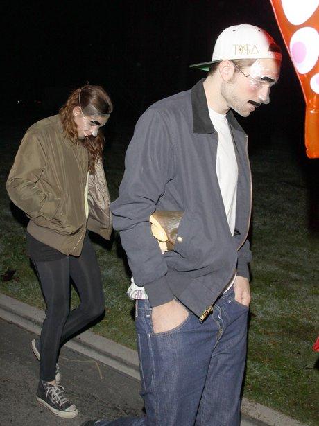 Robert Pattinson and Kristen Stewart wearing masks