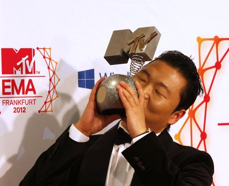 PSY wins Best Video
