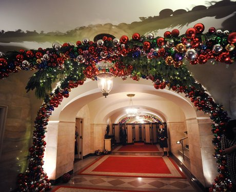 The white house christmas decorations celebrities at for Celebrity christmas home decorations